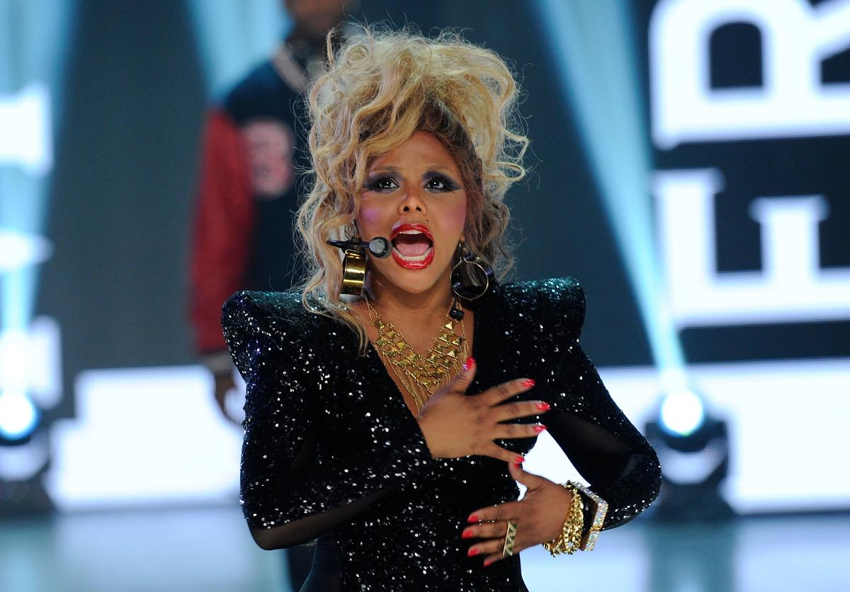 Lil Kim Onstage With a Headset Mic