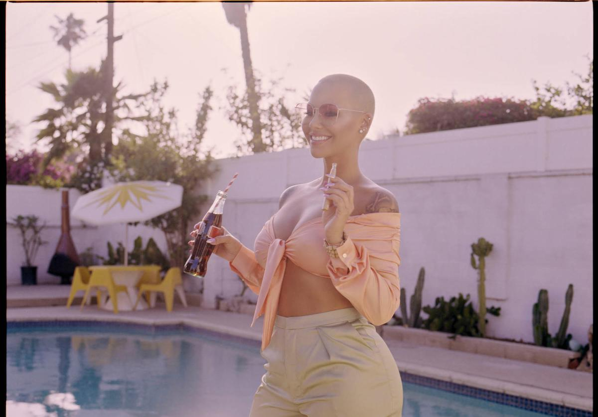 Amber Rose w her Kandy Pen