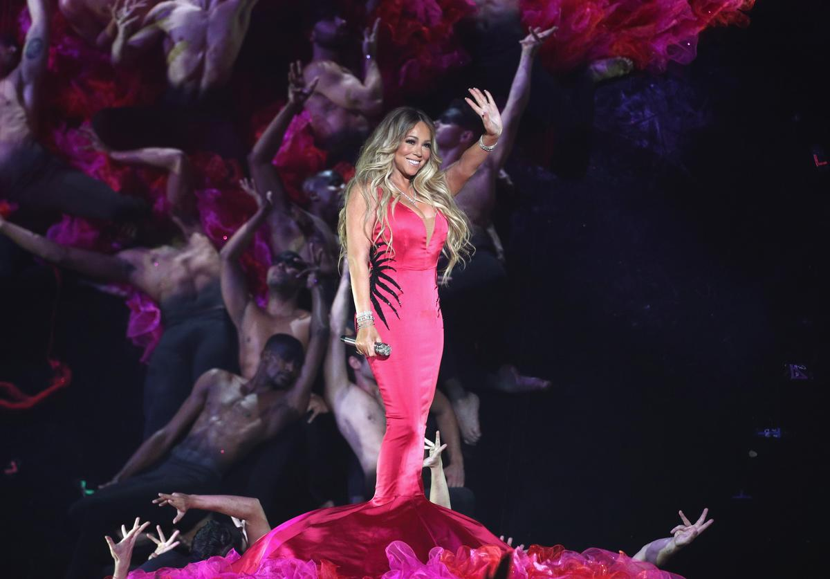 Mariah Carey waving