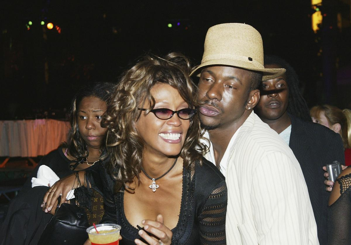 Singers Whitney Houston and husband Bobby Brown attend the VH1 Divas Duets