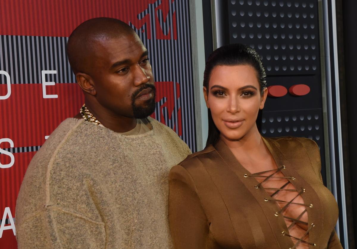 Recording artist Kayne West (L) and TV personality Kim Kardashian attend the 2015 MTV Video Music Awards