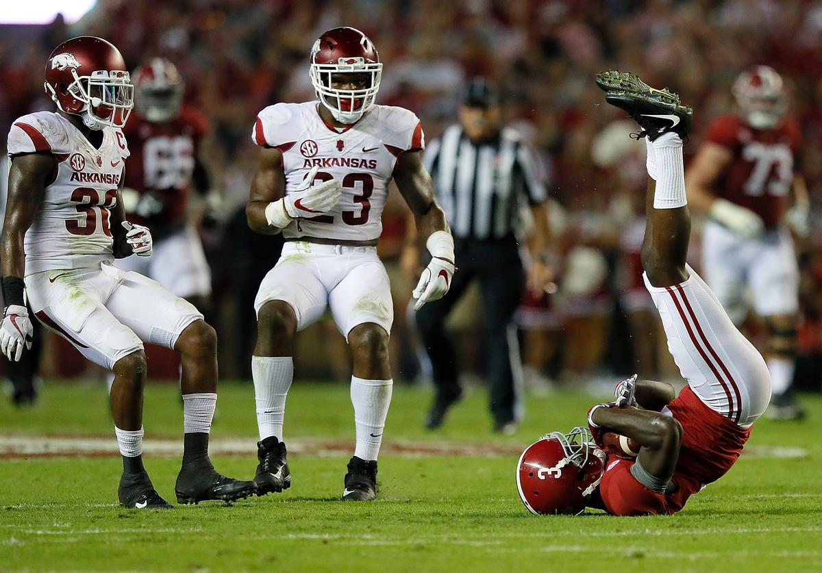 Calvin Ridley #3 of the Alabama Crimson Tide pulls in this reception against Kevin Richardson II #30 and Dre Greenlaw #23 of the Arkansas Razorbacks at Bryant-Denny Stadium on October 14, 2017 in Tuscaloosa, Alabama.