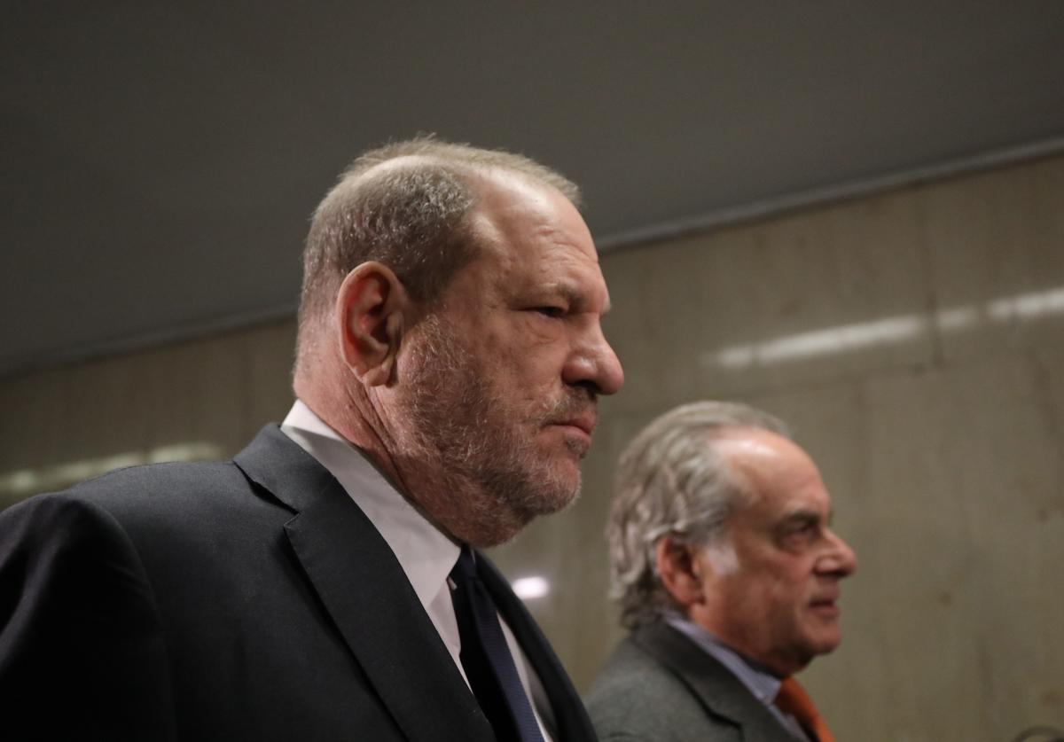 Harvey Weinstein (L) arrives with his lawyer Benjamin Brafman for a court hearing at New York Criminal Court