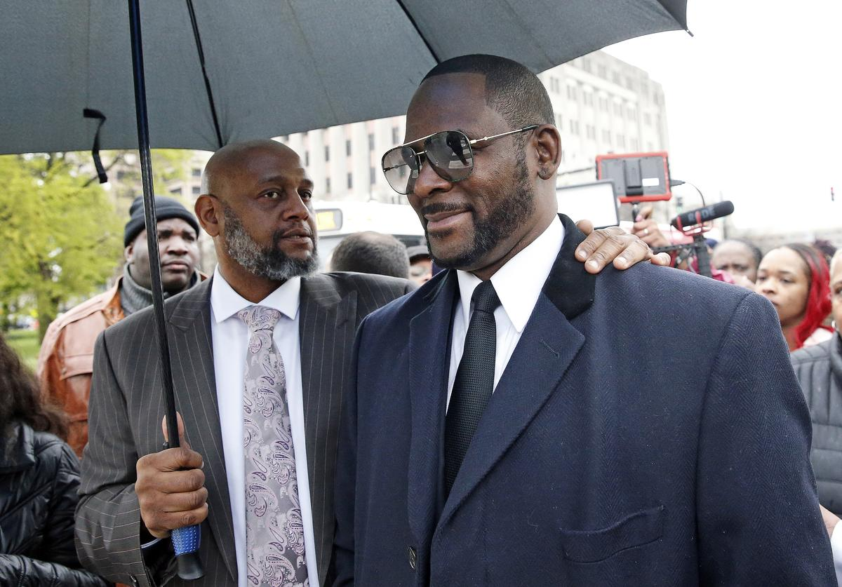 Singer R. Kelly smiles as he leaves Leighton Courthouse following his status hearing on May 07, 2019 in Chicago, Illinois.