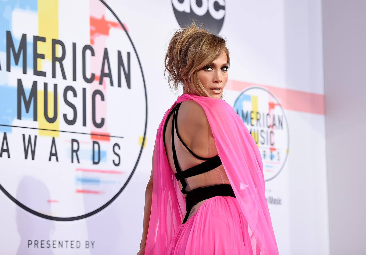 Jennifer Lopez attends the 2018 American Music Awards