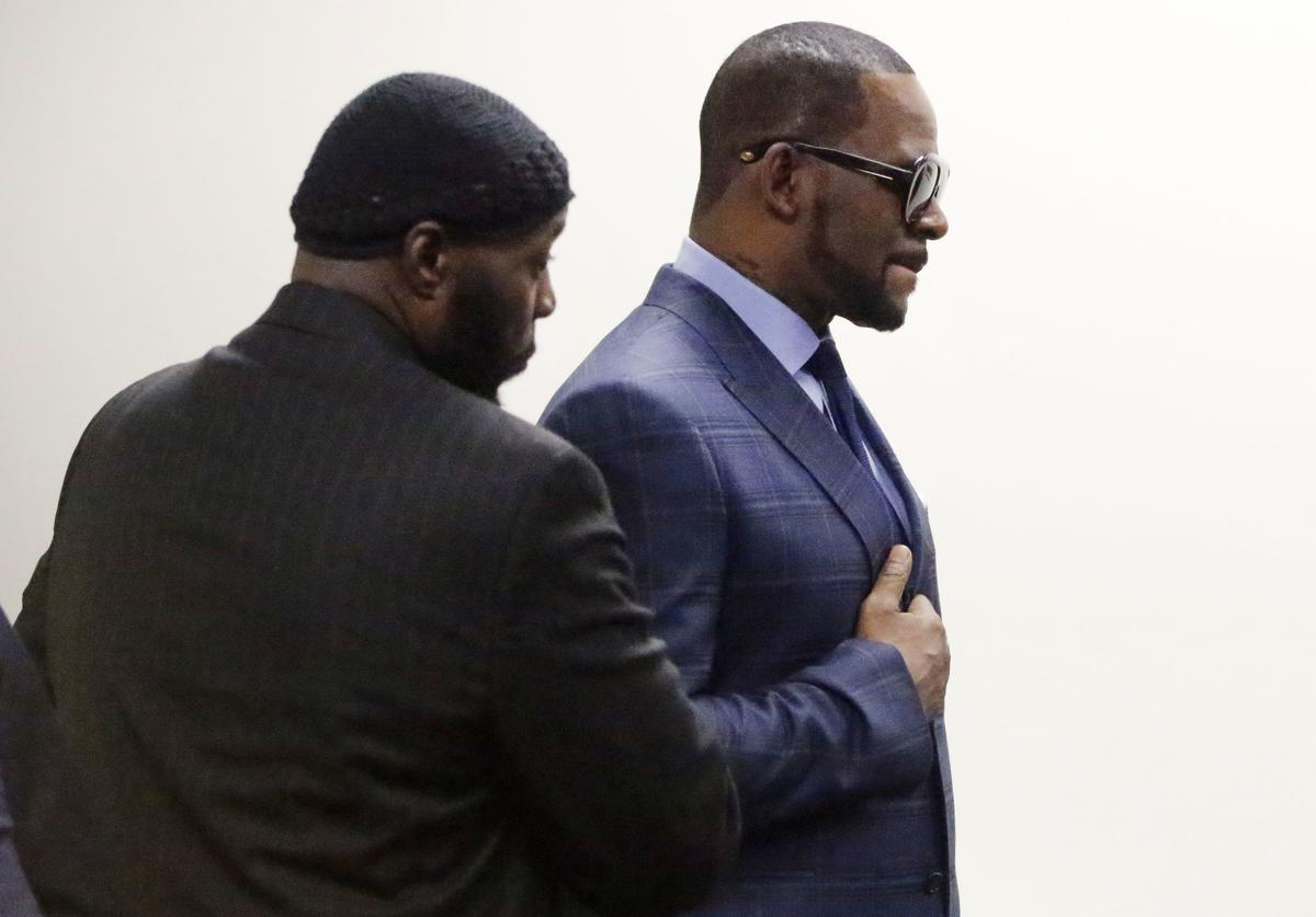 Singer R. Kelly arrives at the Daley Center for his hearing on March 6, 2019 in Chicago, Illinois