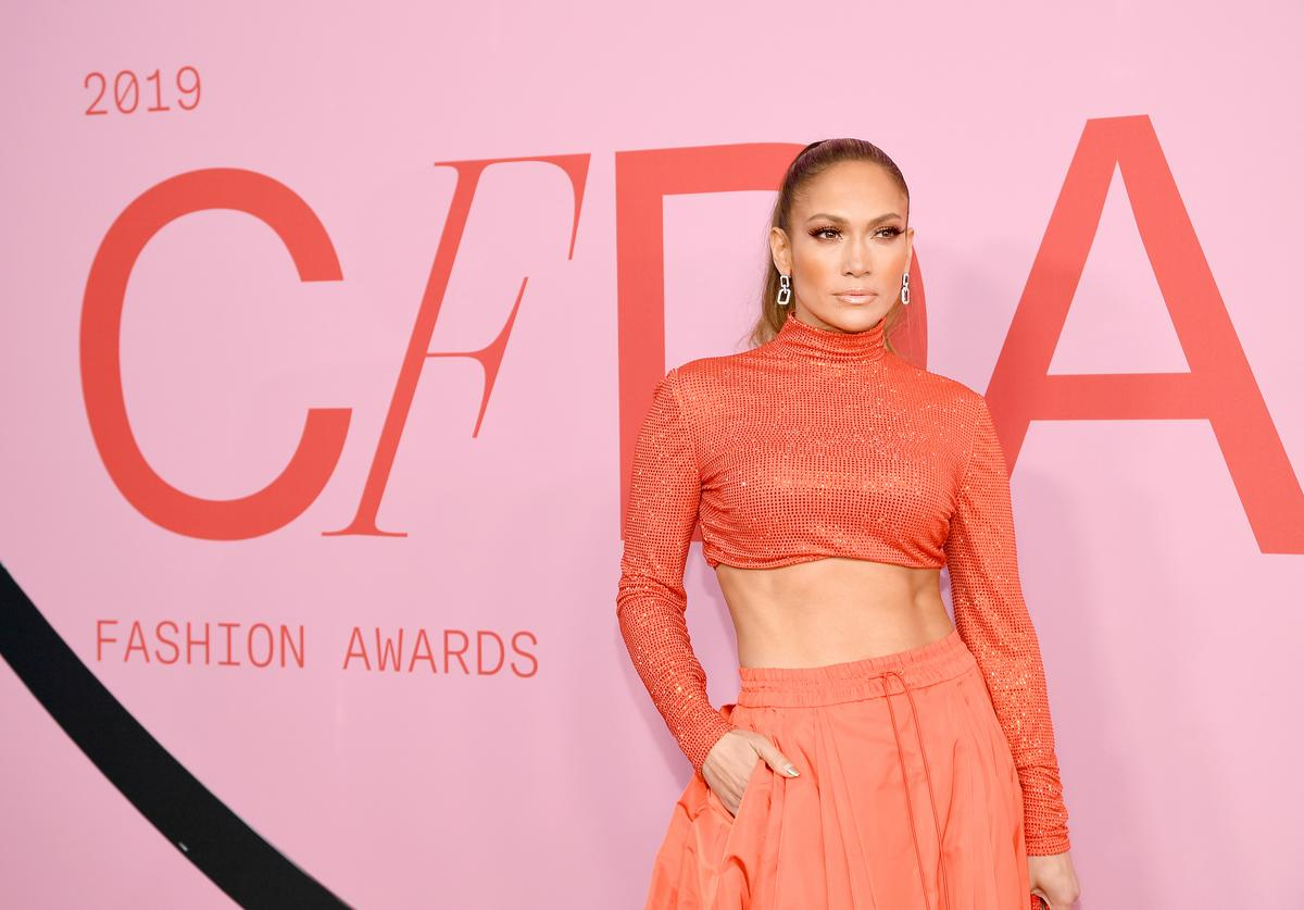 Jennifer Lopez poses with the Fashion Icon Award during Winners Walk during the CFDA Fashion Awards at the Brooklyn Museum of Art on June 03, 2019 in New York City