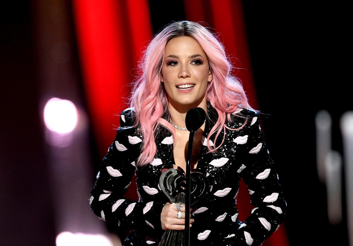 Halsey accepts the L'Oreal Paris Fangirls Award Award onstage at the 2019 iHeartRadio Music Awards which broadcasted live on FOX at Microsoft Theater on March 14, 2019 in Los Angeles, California