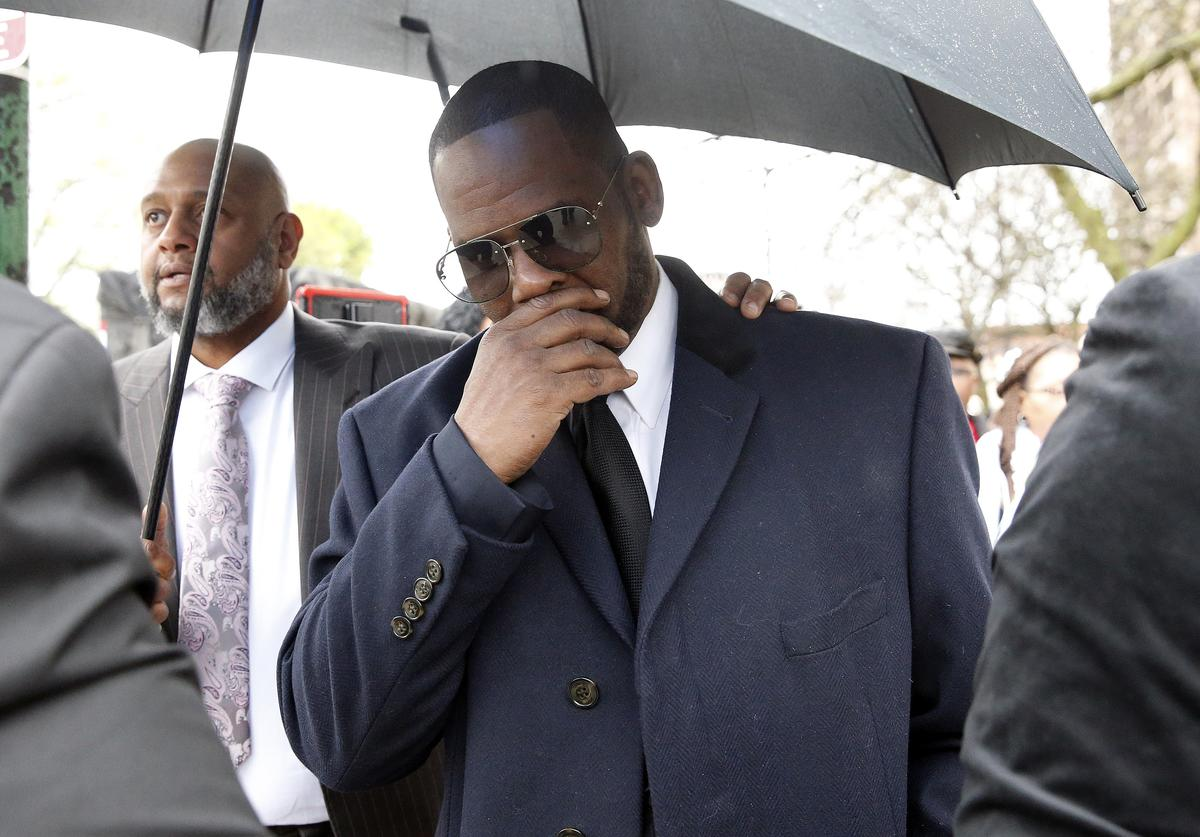 Singer R. Kelly leaves Leighton Courthouse following his status hearing on May 07, 2019
