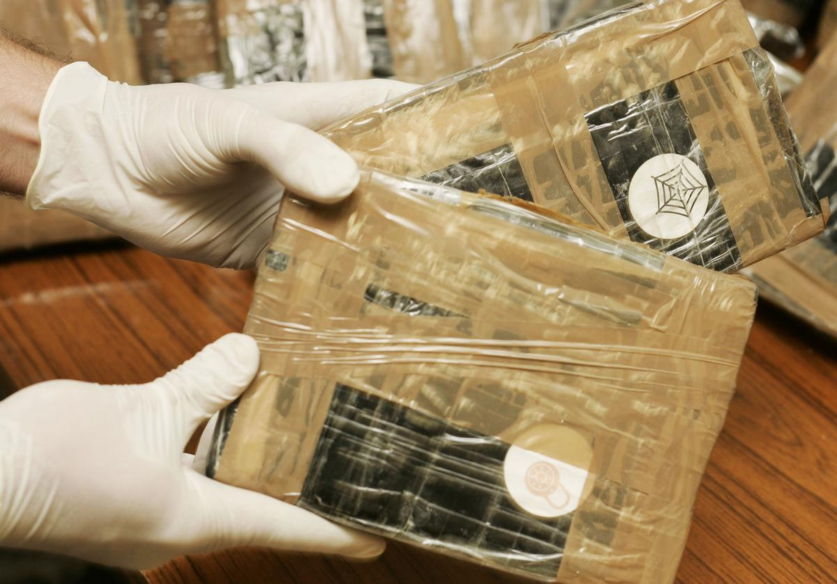 Confiscated bags containing cocaine are displayed at the Brussels Federal Police station on April 24, 2007 in the Belgian capital Brussels. 350 kg of marijuana and 15 kg of cocaine were seized in downtown Brussels. The marijuana was ready to be transported to the UK in plastic tubes. In a sceond seizure an African was caught at Brussels airport having swallowed 90 capsules containing 15 grams of cocaine each.