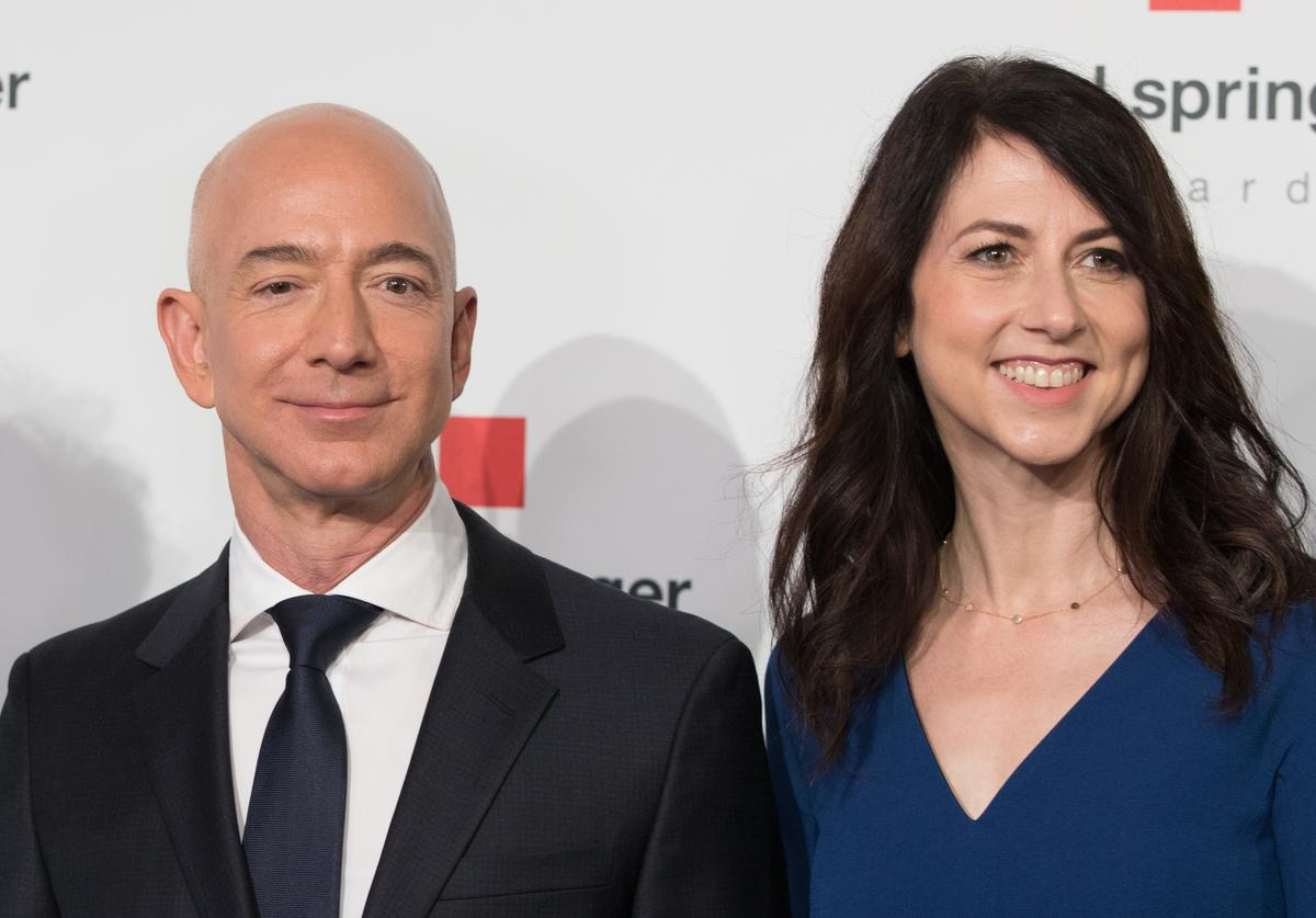 Amazon CEO Jeff Bezos and his wife MacKenzie Bezos poses as they arrive at the headquarters of publisher Axel-Springer