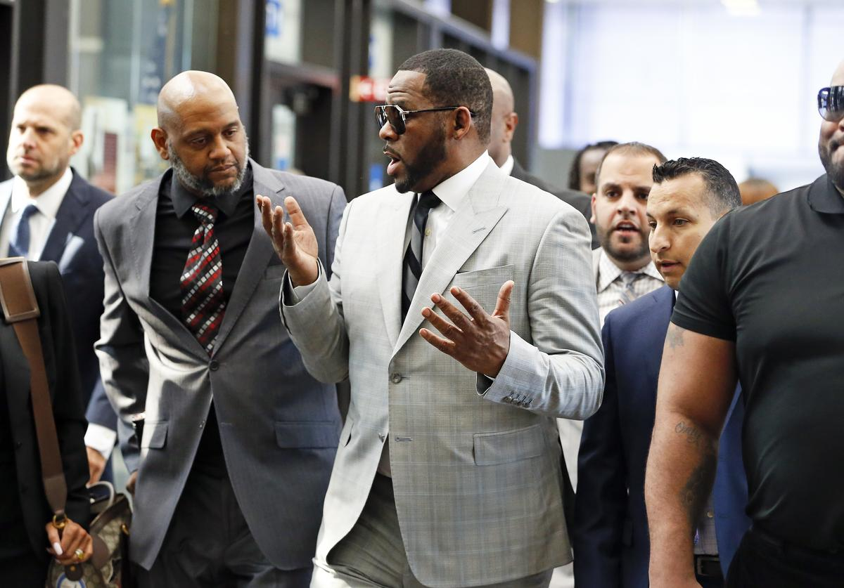 Singer R. Kelly arrives at the Leighton Criminal Courthouse on June 06, 2019 in Chicago, Illinois. The singer appeared in court to face new charges of criminal sexual abuse.