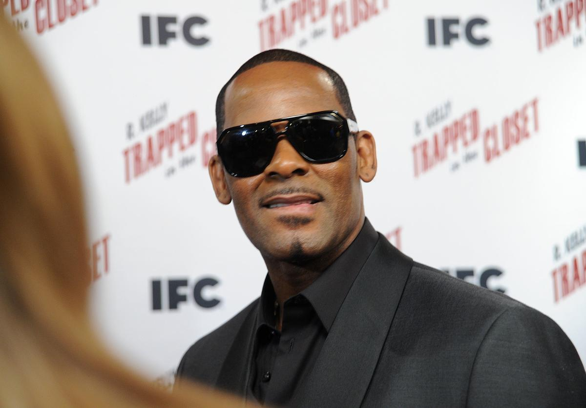 "R. Kelly attends a ""Trapped In The Closet"" screening at Sunshine Cinema on November 19, 2012 in New York City"