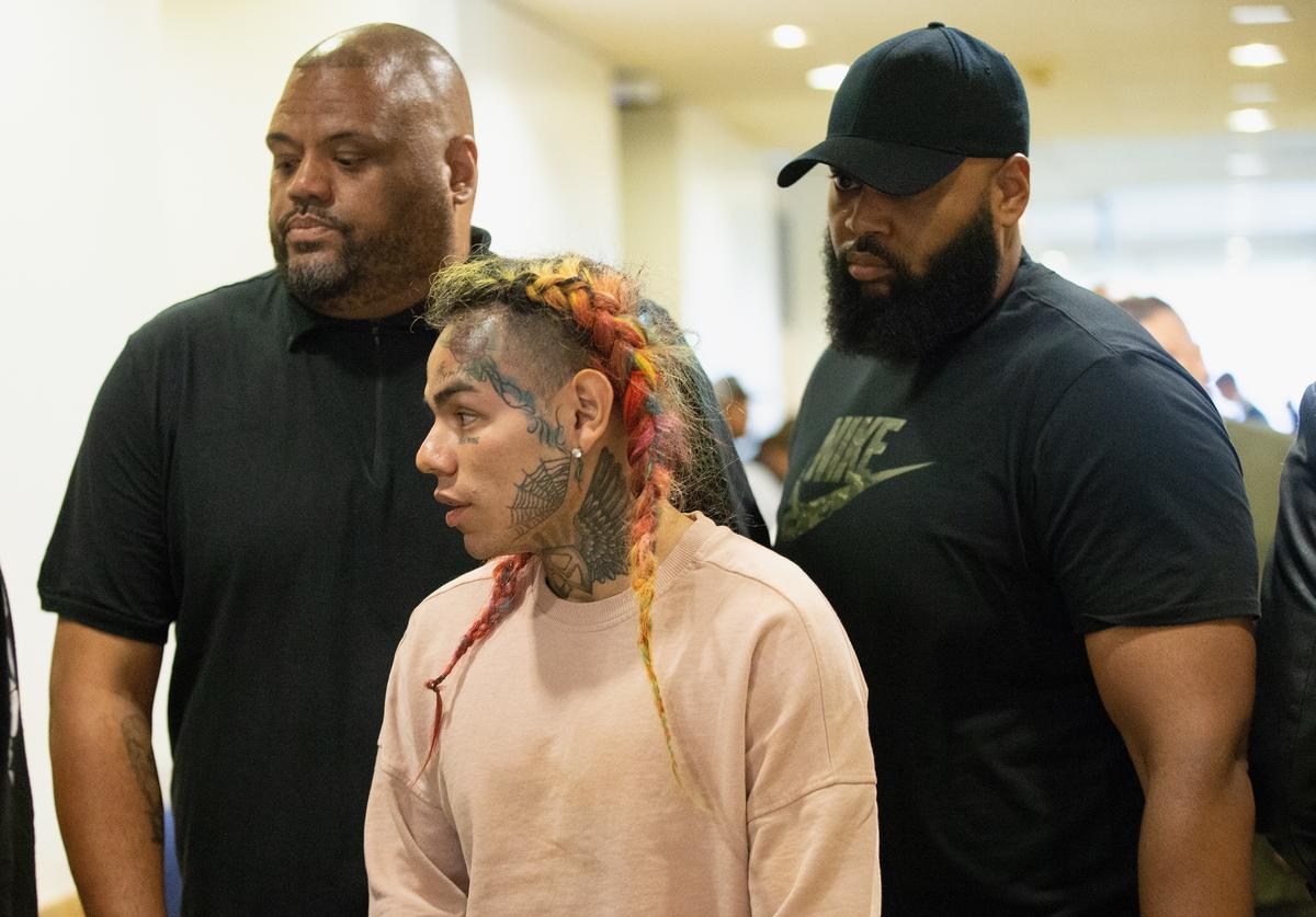 Tekashi 69, arrives for his arraignment on assault charges in County Criminal Court #1 at the Harris County Courthouse on August 22, 2018 in Houston, Texas