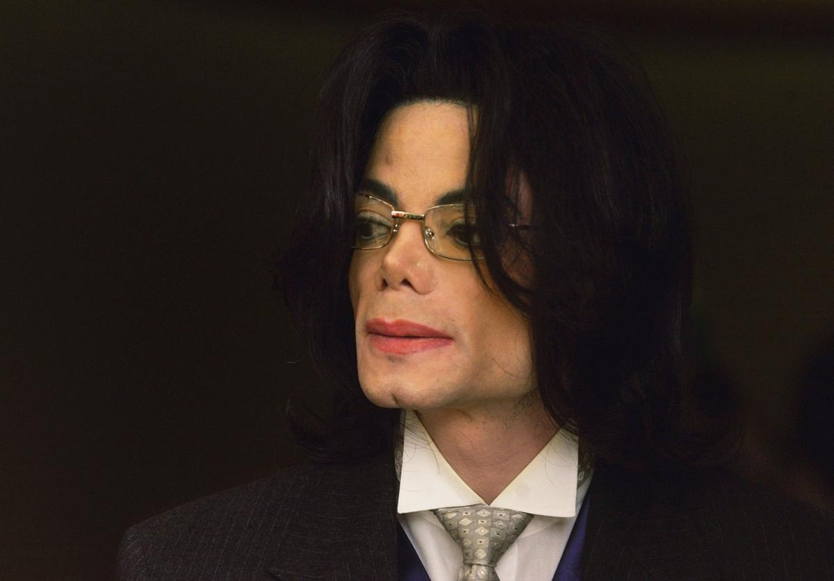 Michael Jackson appears outside the courtroom at the Santa Maria Courthouse during a break in his child molestation trial May 23, 2005 in Santa Maria, California