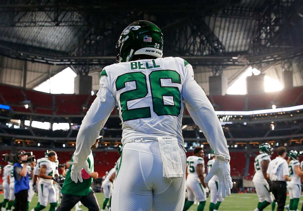 Le'Veon Bell #26 of the New York Jets warms up prior to facing the Atlanta Falcons in the preseason game at Mercedes-Benz Stadium on August 15, 2019 in Atlanta, Georgia.