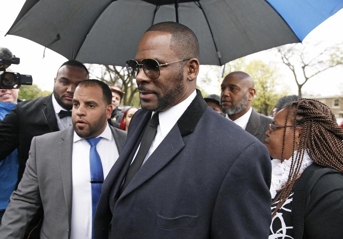 Singer R. Kelly leaves Leighton Courthouse following his status hearing on May 07, 2019 in Chicago, Illinois.