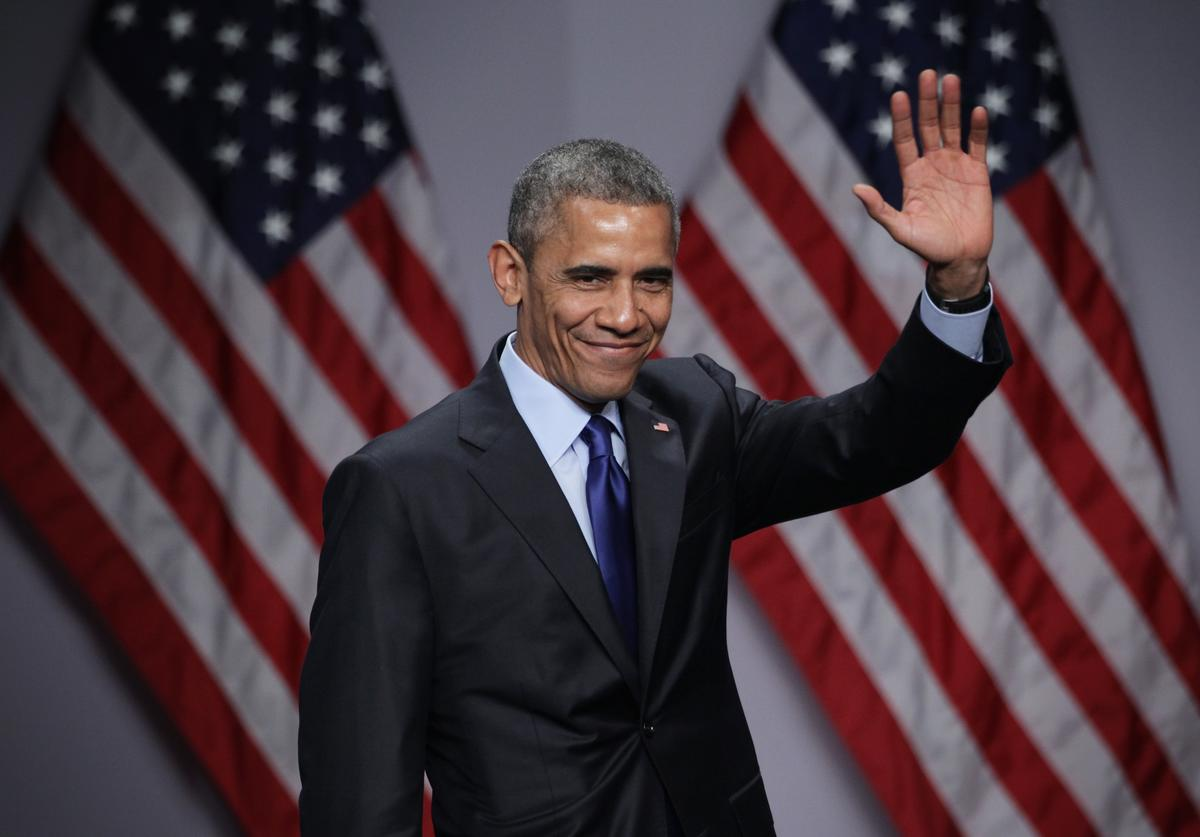 Barack Obama waves after he spoke during the SelectUSA Investment Summit March 23, 2015 in National Harbor, Maryland