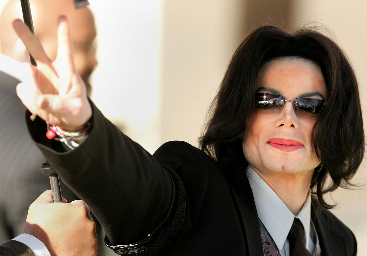 Singer Michael Jackson walks into the Santa Maria Superior Court on the fifth day of his child molestation trial March 7, 2005 in Santa Maria, California. Jackson is charged in a 10-count indictment with molesting a boy, plying him with liquor and conspiring to commit child abduction, false imprisonment and extortion. He has pleaded innocent.