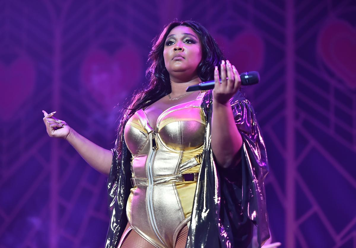 Lizzo performing in NYC.
