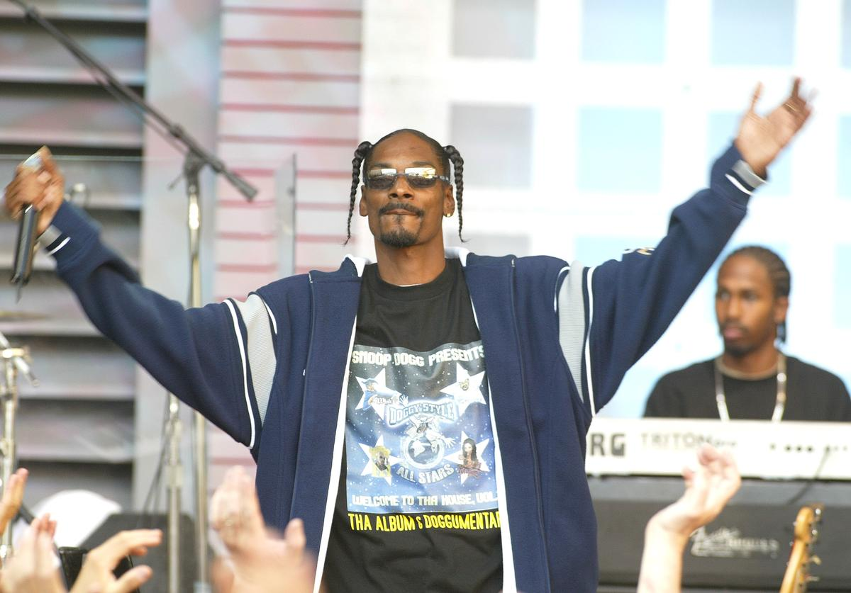 """Snoop Dogg performs at """"The Tonight Show with Jay Leno"""" at the NBC Studios in Burbank, Ca. Friday, August 16, 2002."""