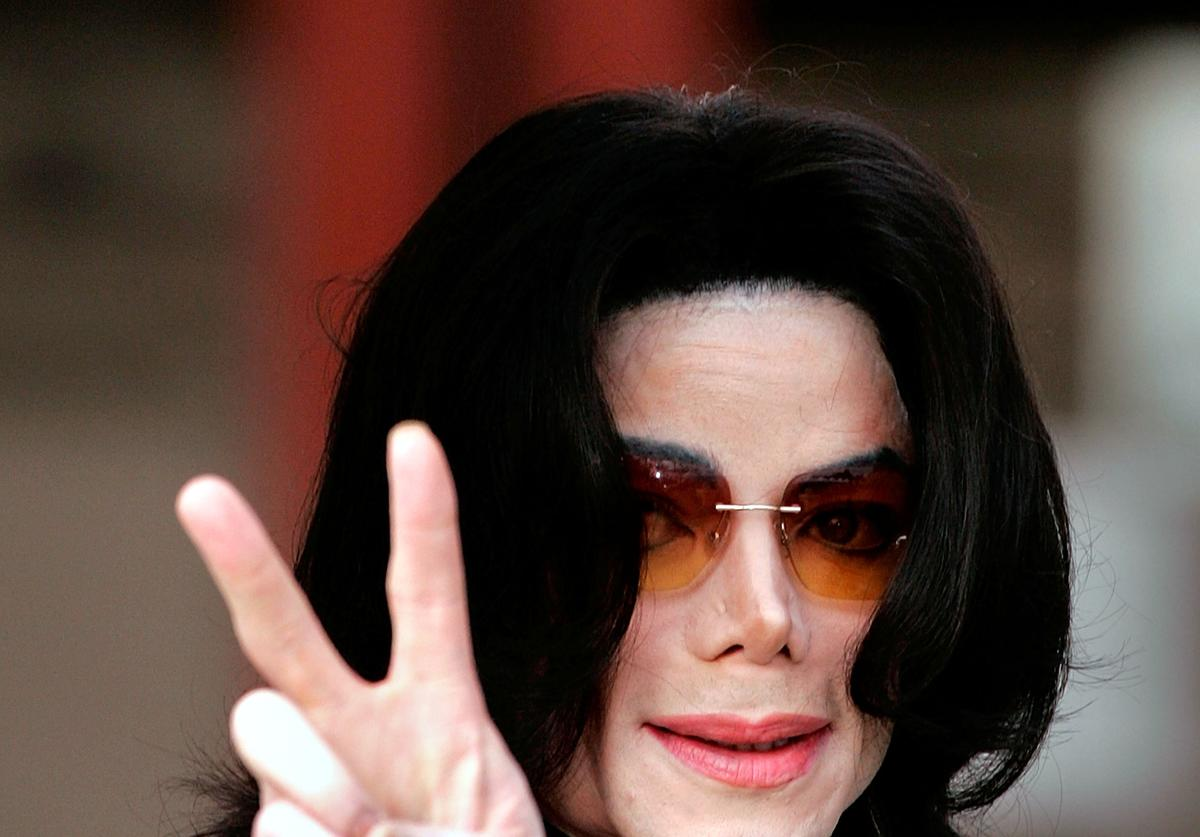 Singer Michael Jackson arrives at the Santa Maria Superior Court for testimony during the third week of his child molestation trial March 17, 2005
