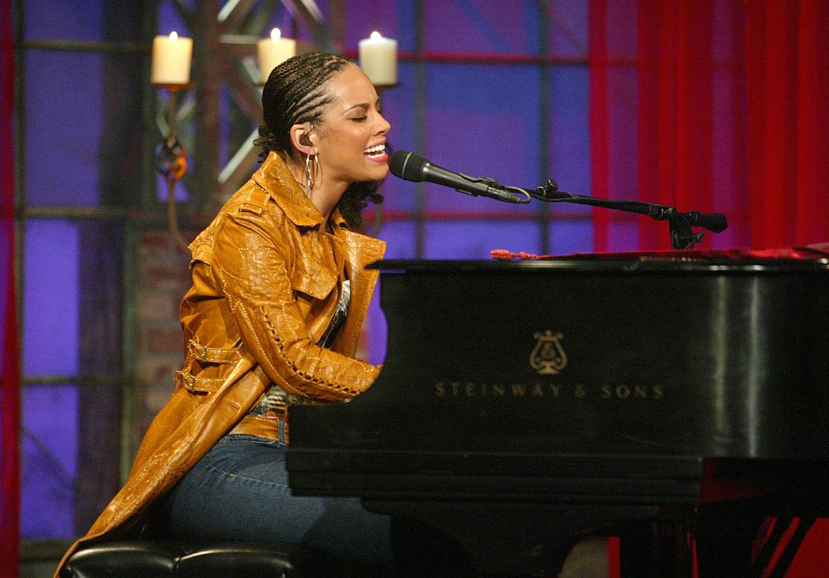 Alicia Keys singing at piano