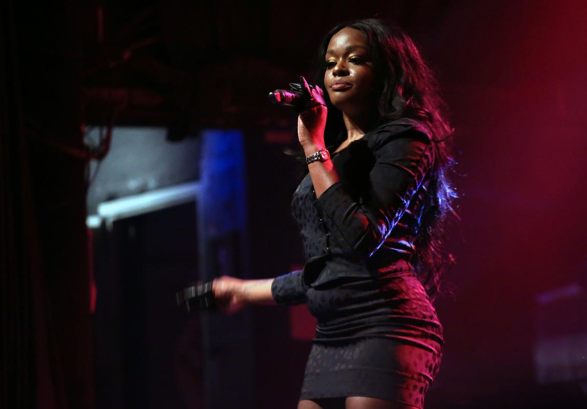 Azealia Banks performing