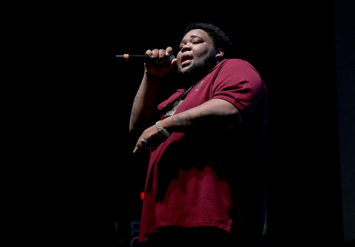 Rod Wave performing at Kevin Gates' concert