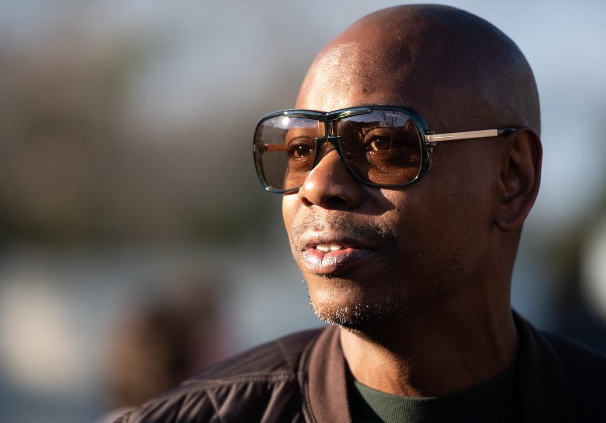 Dave Chappelle campaigns for Democratic presidential candidate Andrew Yang (Jan. 2020)