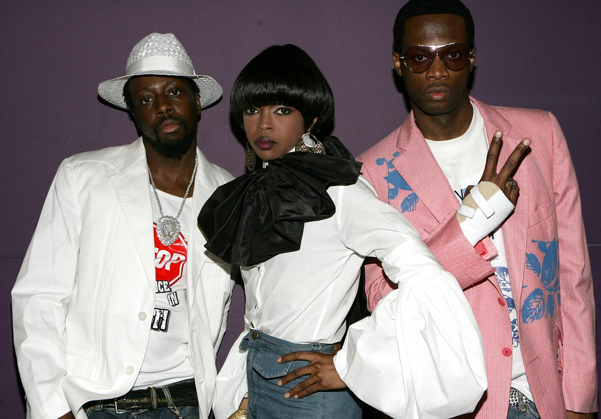 Wyclef Jean, Lauryn Hill and Pras Michel of the band the Fugees pose backstage at the BET Awards 05 at the Kodak Theatre (June 2005)