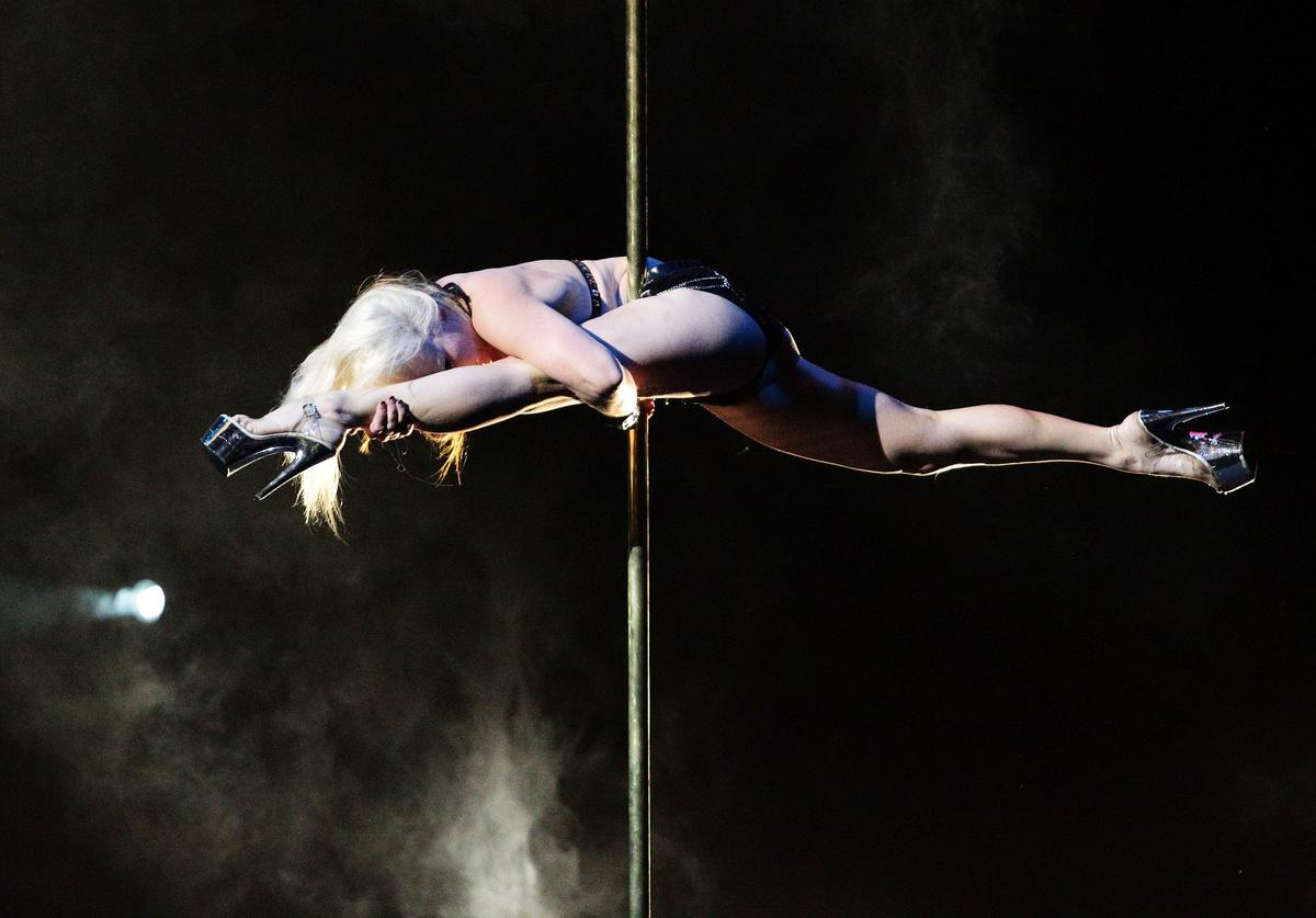 Stripper poledancing fall accident 15-foot