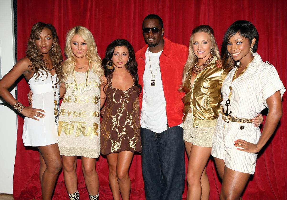 "Sean ""P. Diddy"" Combs poses for a photo with (L-R) Dawn Richard, Aubrey O'Day, Shannon Bex, Aundrea Fimbres, and D. Woods of Danity Kane backstage during MTV's ""Making The Band 4"" finale at the MTV Times Square Studios August 26, 2007 in New York"