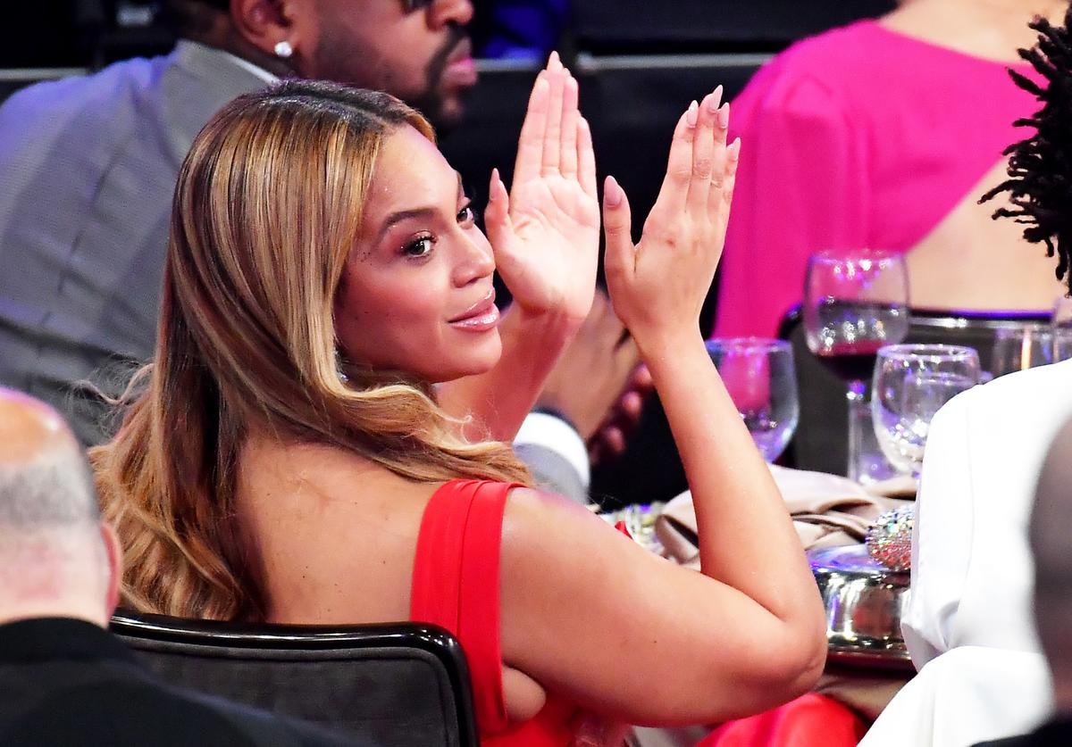 """Beyonce sing-along disney abc family """"When You Wish Upon A Star"""" performance surprise appearance"""