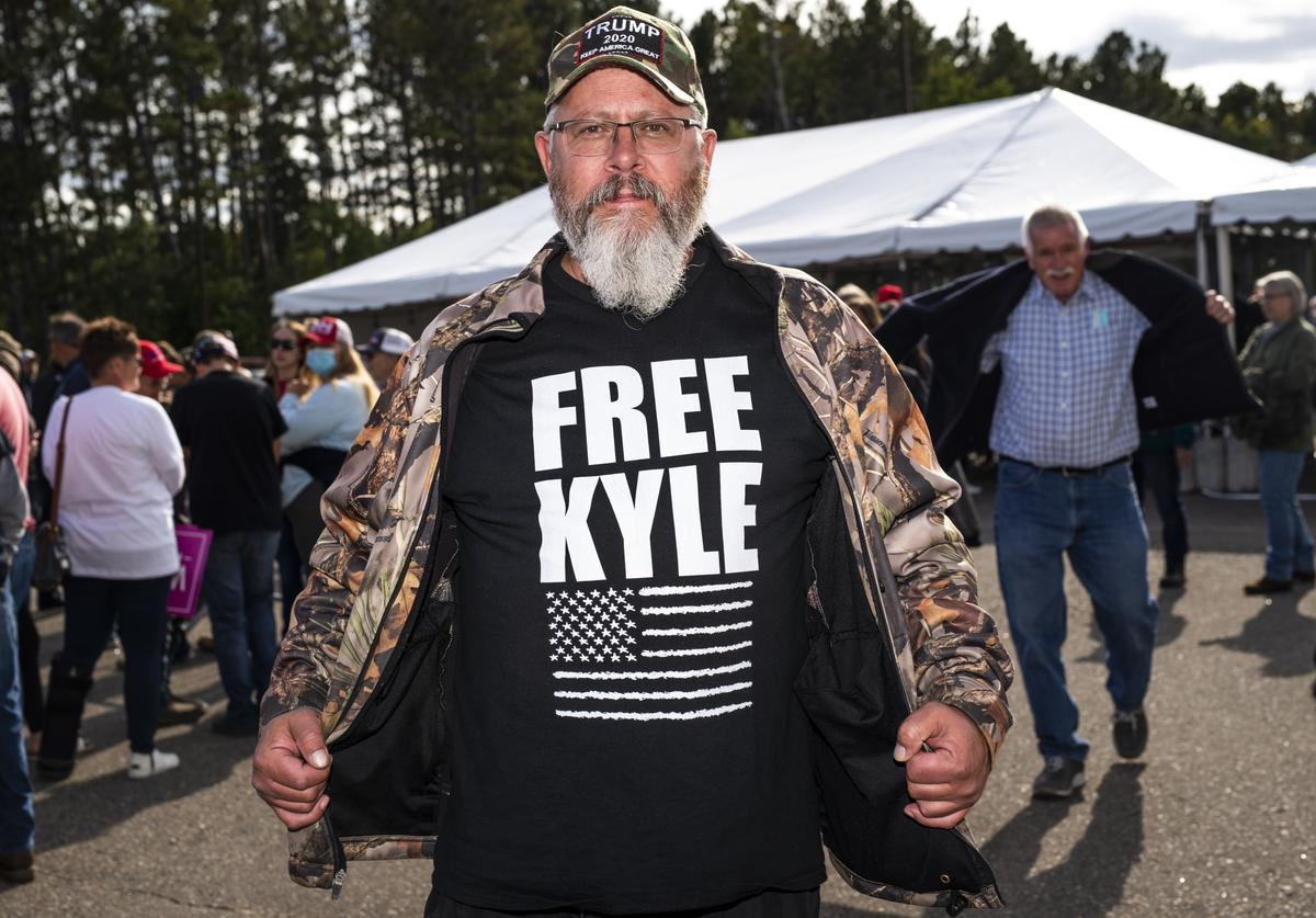 "Man wears ""Free Kyle"" shirt"