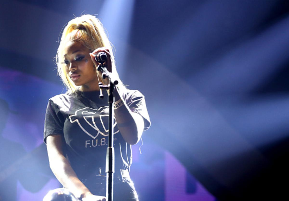 Summer Walker performs onstage at 2019 BET Experience