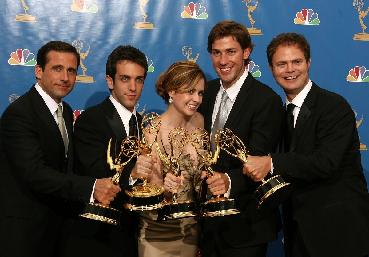 """Actor Steve Carell, actor B.J. Novak, actress Jenna Fischer, actor John Krasinski and actor Rainn Wilson poses in the press room after winning """"Outstanding Comedy Series"""" for """"The Office """" at the 58th Annual Primetime Emmy Awards at the Shrine Auditorium on August 27, 2006 in Los Angeles, California."""