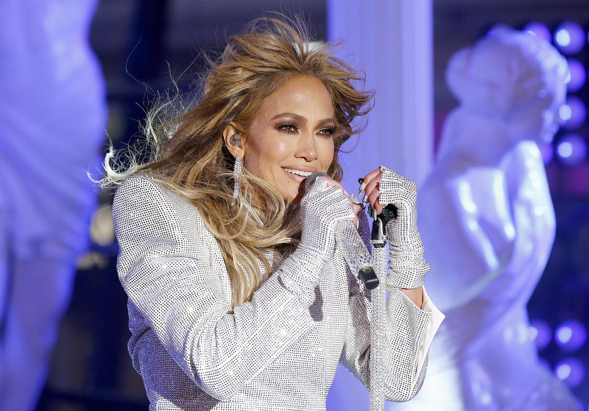 Jennifer Lopez New Year's Eve 2021