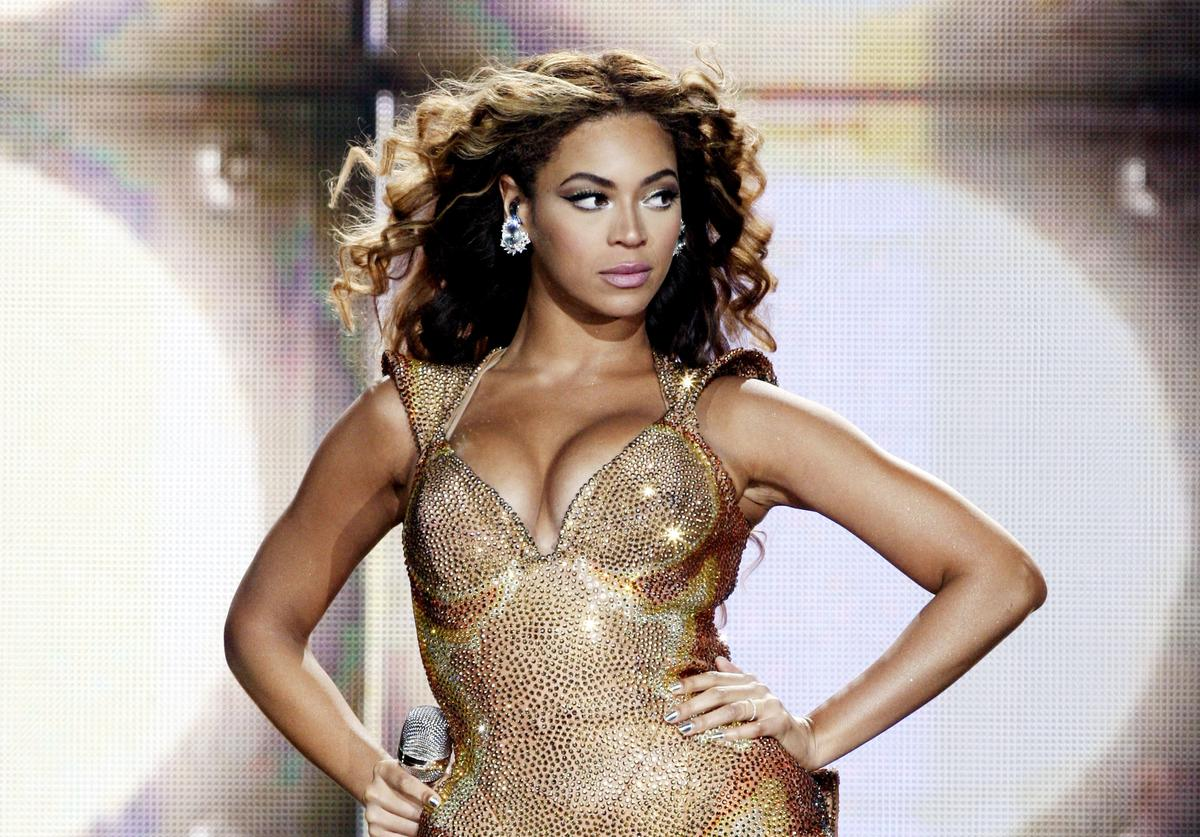 Beyonce performs at Staples Center