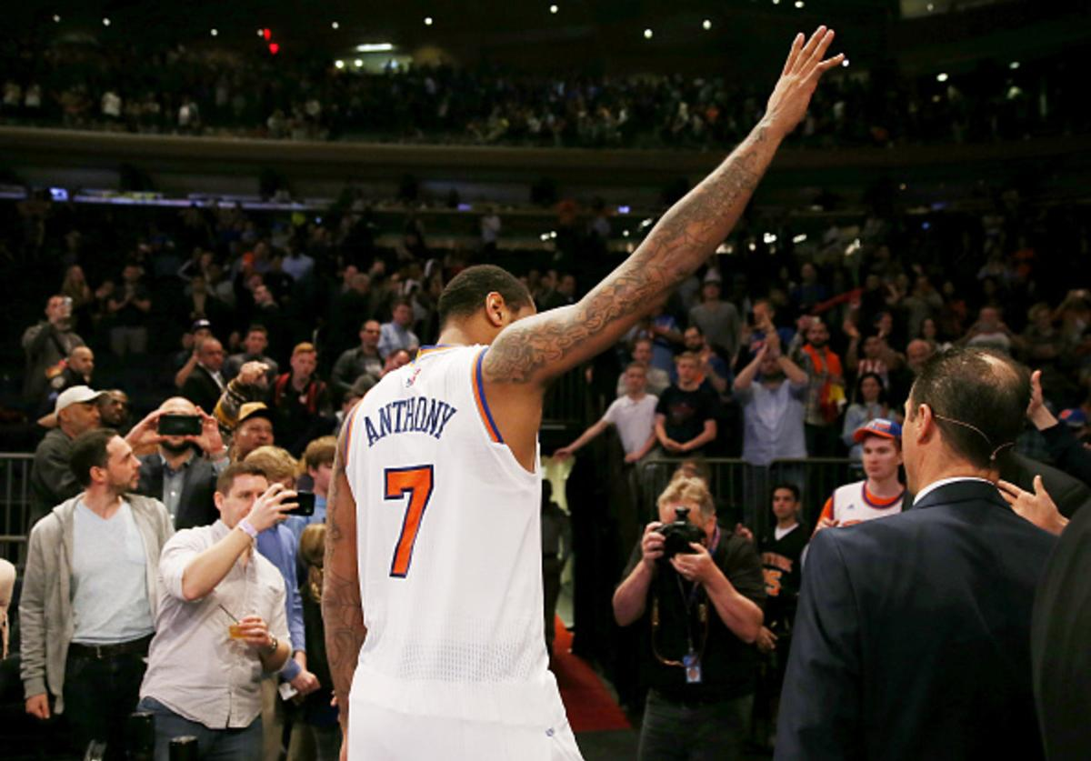 Melo waves to crowd after last game of 2017 season