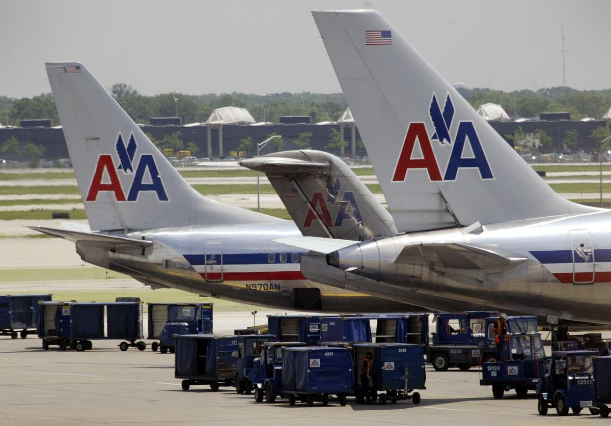 American Airlines jets sit on the tarmac at O'Hare Airport June 10, 2003 in Chicago, Illinois. Moody's, the credit rating service, said June 9 that despite progress made in cutting costs, American's credit outlook remains 'negative.'