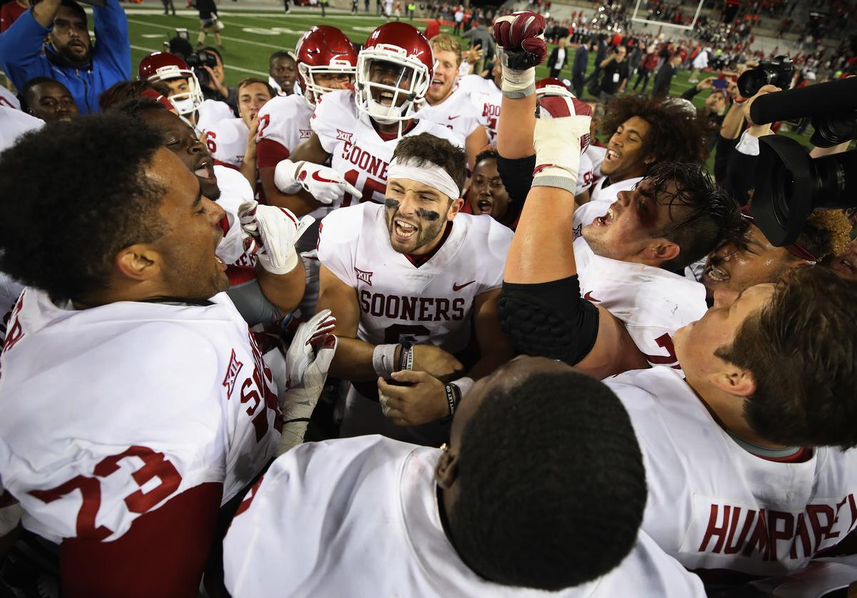 Baker Mayfield #6 of the Oklahoma Sooners (C) celebrates with teammates after defeating the Ohio State Buckeyes 31-16 at Ohio Stadium on September 9, 2017 in Columbus, Ohio