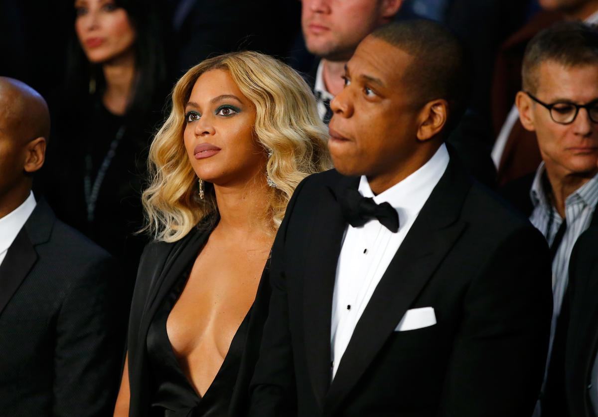Beyonce Knowles and Jay-Z look on before Miguel Cotto takes on Canelo Alvarez in their middleweight fight at the Mandalay Bay Events Center on November 21, 2015 in Las Vegas, Nevada