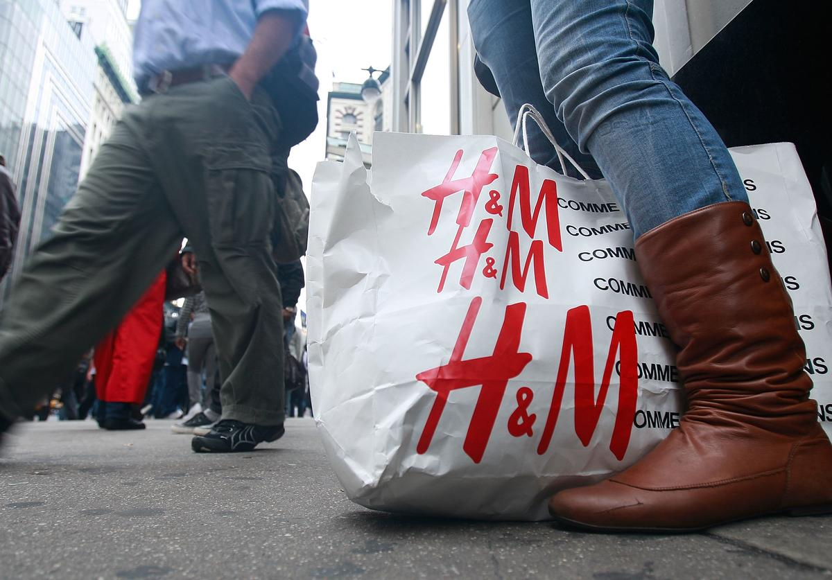 A shopper stands outside an H & M store November 14, 2008 in New York City. The Commerce Department reported today that retail sales fell by a record 2.8 percent last month in another worrisome sign for the economy