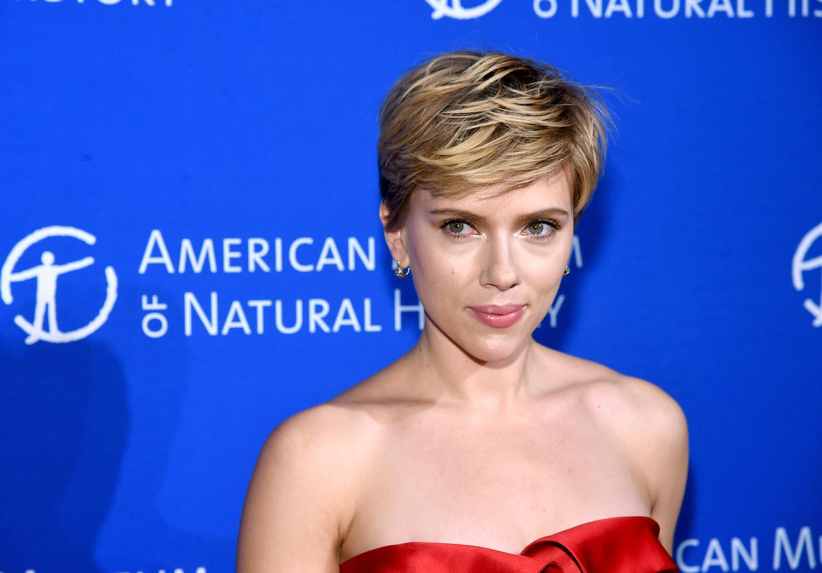 Scarlett Johansson attends the American Museum Of Natural History's 2017 Museum Gala at American Museum of Natural History on November 30, 2017 in New York City