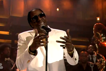 "2 Chainz Performs ""Outroduction"" On Jimmy Fallon"