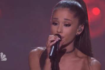 """Ariana Grande Performs """"One Last Time"""" On Jimmy Fallon"""