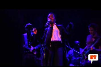 "Lauryn Hill Performs ""Lost One"" Live In NYC"