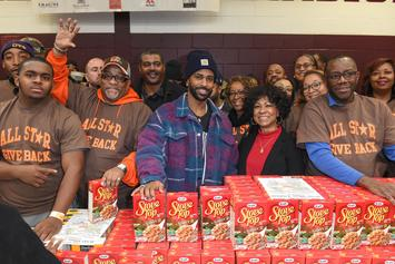 Big Sean Hands Out 5,000 Turkeys For Thanksgiving