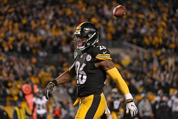 Le'Veon Bell Says He'll Consider Sitting Out 2018 Season If Franchise Tagged